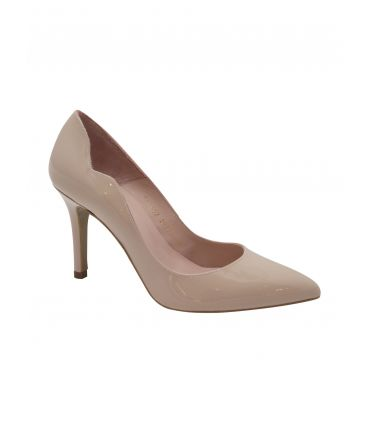 Fabucci Nude patent pointy toe with scalloped profile
