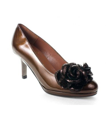 Marian Bronze patent court shoe with flower trim